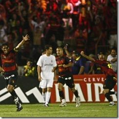 jogadores-do-sport-festejam-gol-do-titulo-da-copa-do-brasil-2008-1300892894237_300x300