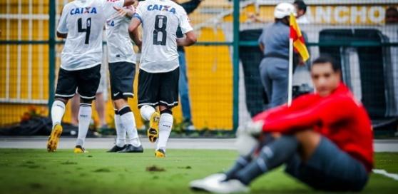 09fev2013--jogadores-do-corinthians-comemoram-gol-de-guerrero-contra-o-sao-caetano-no-pacaembu-1360439095967_615x300
