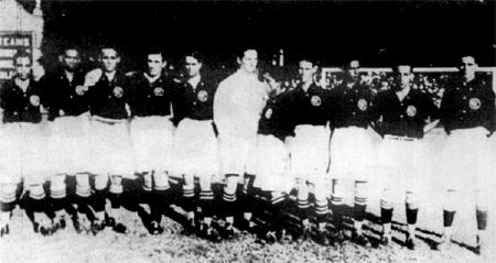 A partir da esquerda, vemos os campeões carioca de 1922, ano do Centenário da Independência do Brasil: Barata, Miranda, Gonçalo, Perez, Oswaldinho, Ribas, Chiquinho, Matoso, Brilhante, Gilberto e Justo.