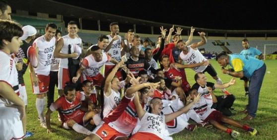 O-River-superou-as-dificuldades-da-passagem-de-Evair-trouxe-Josué-Teixeira-e-terminou-com-o-título-do-Campeonato-Piauiense-em-2014-que-não-vinha-desde-2007