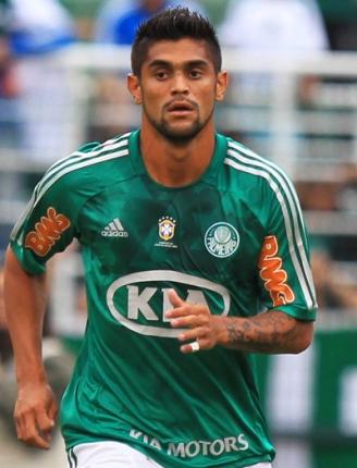 Luan, jogador do Palmeiras, comemora seu gol durante partida contra o Penapolense, válida pela terceira rodada do Campeonato Paulista 2013.